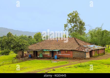 Maison de village traditionnelle indienne dans la région de konkan près de varandhaghat, Pune, Maharashtra Banque D'Images