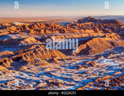 Vallée de la Lune au coucher du soleil, la vallée de la Lune, près de San Pedro de Atacama, elevated view, Désert Banque D'Images