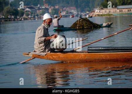 La négociation sur le lac Dal à Srinagar