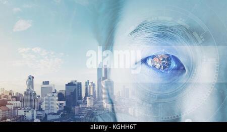 Double exposition, businessman's eye, avec globe futuriste et la technologie graphique. Vision de l'entreprise concept.éléments Banque D'Images