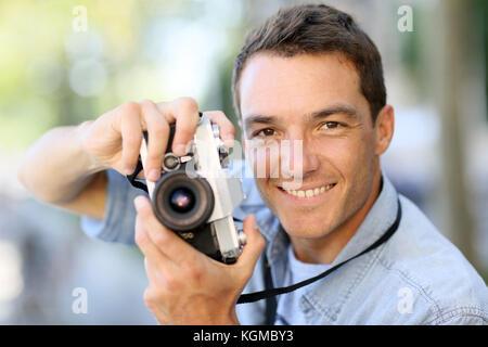 Tir à l'extérieur avec de vieux photographe camera Banque D'Images