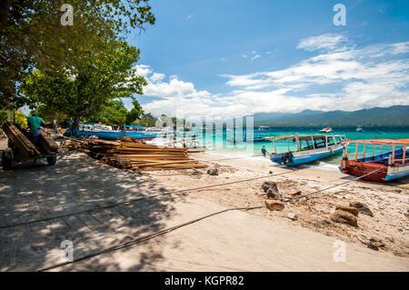 Le port de Gili Air traditionnel Indonésien, bateaux amarrés, Gili Trawangan, Indonésie, Asie du Sud, Asie Banque D'Images