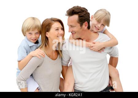 Les parents qui piggyback ride to kids Banque D'Images