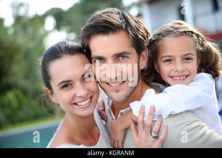 Sweet portrait de couple avec petite fille Banque D'Images