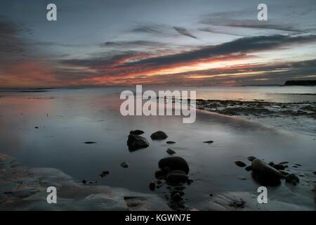 Au coucher du soleil d'hiver, sur la baie de Kimmeridge Côte Jurassique, Dorset Banque D'Images