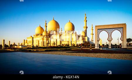L'imposant la Grande Mosquée Sheikh Zayed à Abu Dhabi Banque D'Images