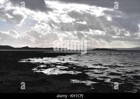 À l'ouest sur la mer à marée basse à partir de North Beach, en Écosse. Ledaig Banque D'Images