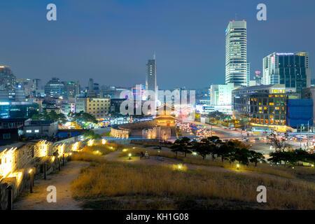 Porte Dongdaemun de Séoul et de trafic à Séoul, Corée du Sud. Banque D'Images