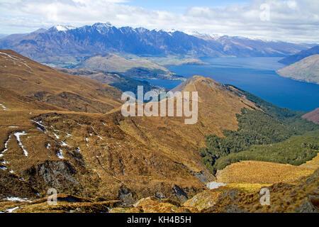 Vue sur Queenstown et le lac Wakatipu depuis les pistes de Ben Lomond Banque D'Images