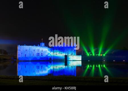 D'artifice et spectacle son et lumière au château de Leeds, Kent Banque D'Images