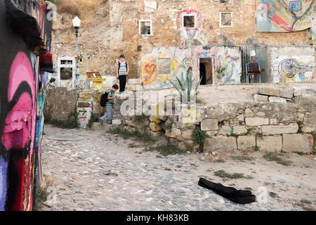 Grafitti Ruine, art de rue, projet sur le Patio de Dom Fradique, Lisbonne, Portugal.