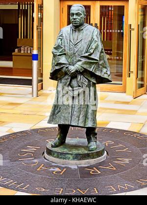 Martin Luther King statue en bronze par Nigel boonham kings à l'université de Newcastle quad liberté guerre et le Banque D'Images