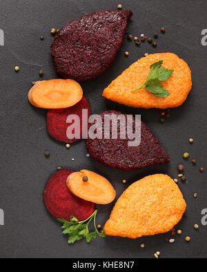 Betterave carotte légumes et la nourriture végétarienne - escalopes Banque D'Images