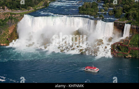 American niagara falls et un bateau de croisière, usa Banque D'Images