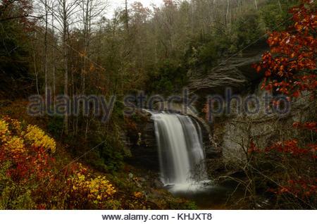 À la chute de verre - une cascade à l'ouest de Asheville en Caroline du Nord près de Brevard NC. L'un des plus célèbres Banque D'Images