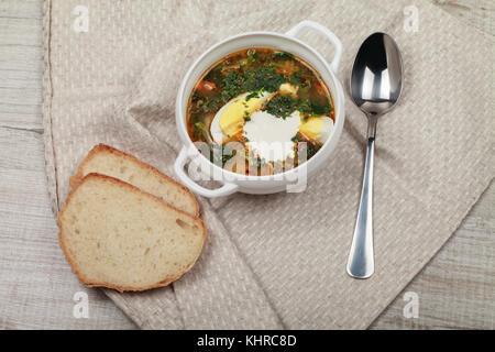 Régime soupe d'ortie vitamine frais avec de la crème Banque D'Images