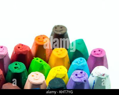 Pastels peint côte à côte sur un fond blanc Banque D'Images