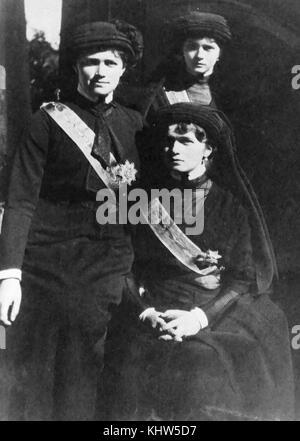 Photographie du grand Duchesses Olga, Tatiana et Maria, en deuil de Raspoutine. En date du 20e siècle Banque D'Images