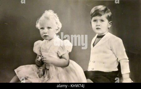 Portrait photographique de la princesse Anne et le Prince Charles. Anne, princesse royale (1950-) la fille de la reine Elizabeth II et le Prince Philip, duc d'Édimbourg. Charles, prince de Galles (1948-) l'héritier de la reine Elizabeth II. En date du 20e siècle