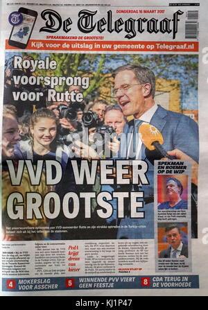 Titre sur la page d'un journal néerlandais, marquant ainsi le résultat de l'élection générale en mars 2017. le titre Banque D'Images