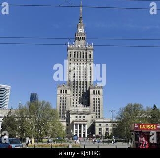 Construit en 1955, le Palais de la Culture et de la science est un remarquable tour de Varsovie, Pologne. Banque D'Images