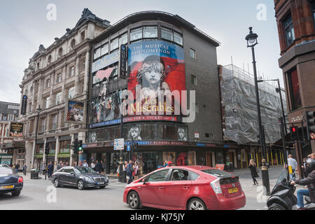 Shaftesbury Avenue, Soho, london-Septembre 6,2017: Queen's theatre sur Shaftesbury Avenue, le 6 septembre 2017 à Londres, Royaume-Uni