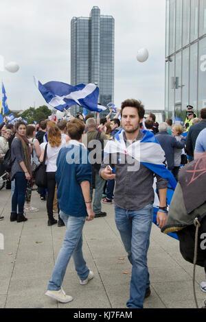 GLASGOW, ÉCOSSE- 14 septembre 2014: protestation contre la BBC Ecosse AC pendant le référendum sur l'indépendance Banque D'Images