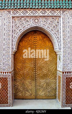 Porte ouvragée dans la ville marocaine de marrakech Banque D'Images