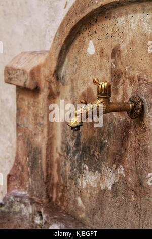 Vieille Fontaine forgées en chelva village Banque D'Images