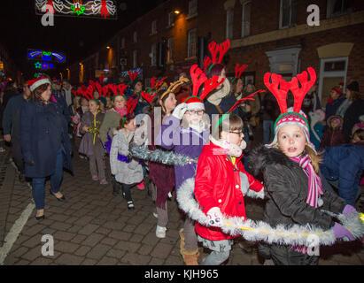 Stourport-on-Severn, UK. 24 novembre, 2017. UK: après une météo ensoleillée glorieusement 'Black Friday', les gens Banque D'Images