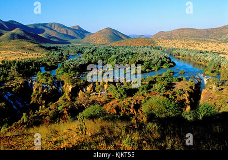 Epupa Falls sur la rivière Kunene. La Namibie.