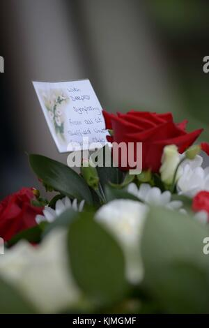 Fleurit aux funérailles de Bobby Knutt à l'église Wentworth, près de Rotherham, dans le Yorkshire du Sud, au Royaume-Uni.