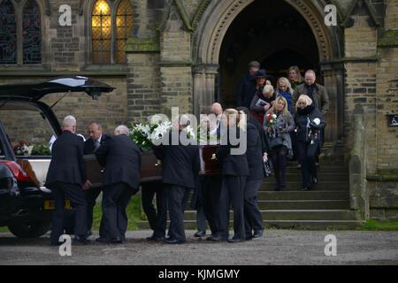 Bobby Knutt obsèment à l'église Wentworth, près de Rotherham, dans le Yorkshire du Sud, au Royaume-Uni.