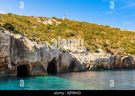 Blue grottes près de skinari cap sur l'île de Zakynthos, Grèce. Banque D'Images