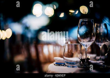 Réglage de la table de luxe pour les fêtes, Noël, les vacances et les mariages. Banque D'Images