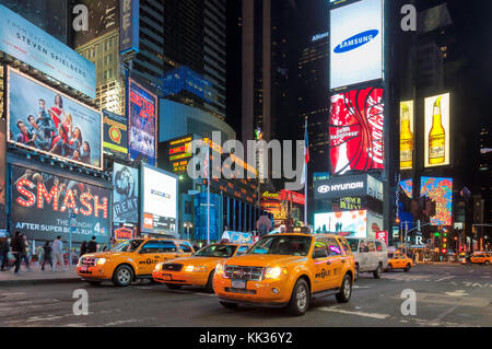 Trafic dans Times Square, New York City Banque D'Images