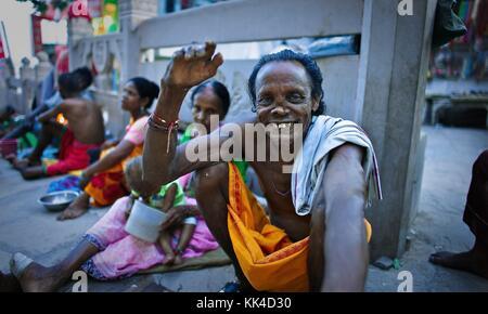 Coup d'œil sur les Indiens - 07/09/2010 - Inde / Benares - sourire d'un lépreux , proche du principal ghat de Benares Banque D'Images