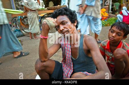 Varanasi (Benares) où les gens viennent mourir EN INDE coup d'œil - 07/09/2010 - Inde / Benares - Portrait de mendiant Banque D'Images