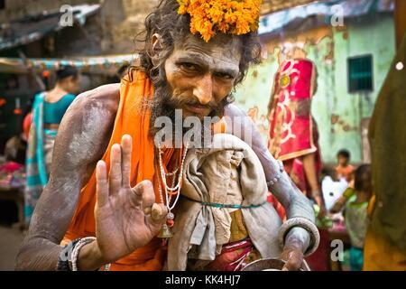 Varanasi (Benares) où les gens viennent mourir EN INDE coup d'œil - 07/09/2010 - Inde / Benares - Sadhu dans Varanasi Banque D'Images
