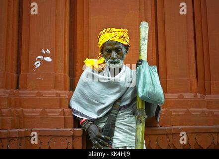 Varanasi (Bénarès) où les gens viennent à mourir d'œil indien - 07/09/2010 - Inde / benares - sadhu de Bénarès en Banque D'Images
