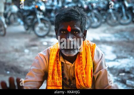 Varanasi (Bénarès) où les gens viennent à mourir d'œil indien - 07/09/2010 - Inde / benares - shadu - sylvain leser Banque D'Images