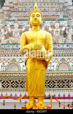 Statue de Bouddha restaurée dans le Wat Arun, Bangkok, Thaïlande Banque D'Images