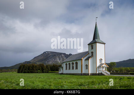 L'église en bois blanc, Valberg, Vestvagoy, Lofoten, Norvège Banque D'Images
