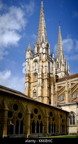 Vue de la cathédrale Sainte-Marie de Bayonne du cloître, Bayonne, France Banque D'Images