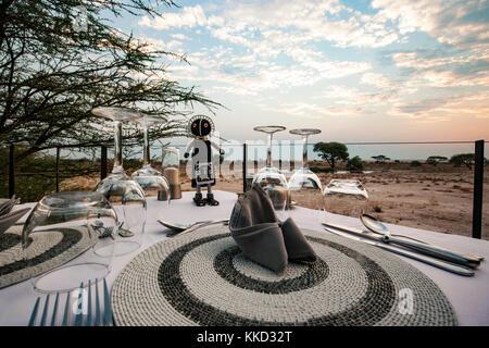 Coucher du soleil à onguma le fort, onguma game reserve, la Namibie, l'Afrique