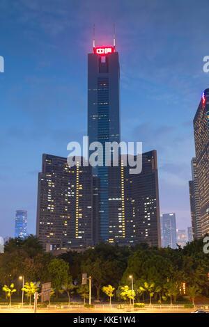 Citic Plaza, au crépuscule, Guangzhou, Guangdong, Chine Banque D'Images
