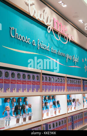 American girl place dans le Rockefeller Center, New York, USA Banque D'Images