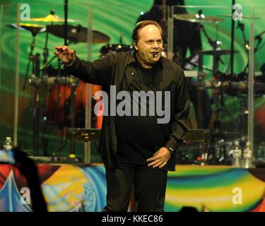 HOLLYWOOD FL - 20 mars: Harry Wayne 'K.C.' Casey de KC & The Sunshine Band effectue au Hard Rock Live eu lieu au Banque D'Images