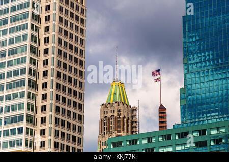 Toits de Baltimore avec haut de la bank of america building et William Donald schaefer bâtiment vu dans le centre Banque D'Images