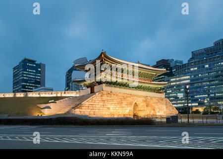 La nuit porte namdaemun à Séoul, Corée du Sud. Banque D'Images